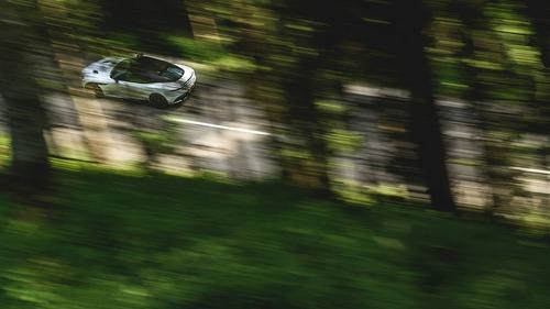 Aston Martin DBS Superleggera 2018: GT da sogno (6)