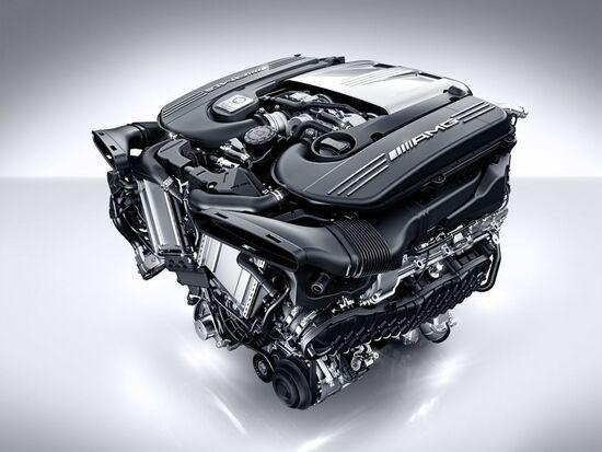 Il motore V8 da 4 litri della Mercedes-AMG C 63 S