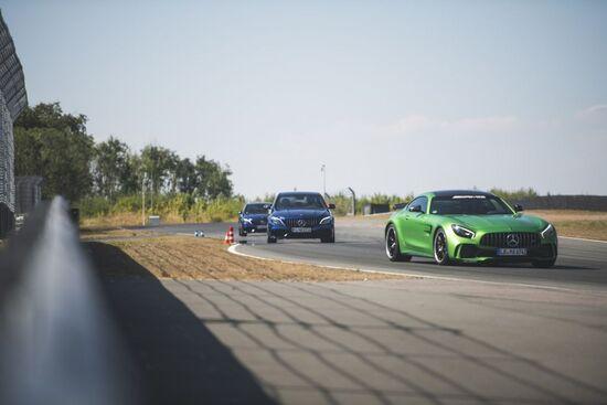 A fare da apripista nella nostra prova in circuito la GT, la più AMG di tutte le Mercedes