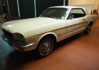 Mustang d'epoca del 1964 a Bologna