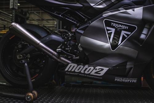 Triumph Moto2 a Silverstone con James Toseland (6)