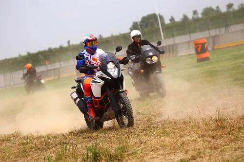 Maxi Enduro Camp: corso off road in sella alle bicilindriche con Fasola (8)