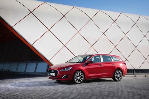 Hyundai i30, aggiornamenti estetici e nuovo motore diesel (9)