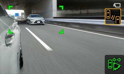 Lexus ES, addio specchietti. Arrivano i retrovisori digitali (9)