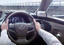 Lexus ES, addio specchietti. Arrivano i retrovisori digitali