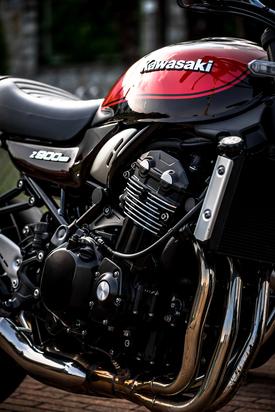 Il quattro cilindri della Z900RS. Notare l'alettatura con finalità estetiche