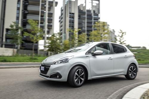 Peugeot 208 Signature, 1.200 esemplari per l'Italia (3)
