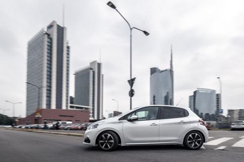 Peugeot 208 Signature, 1.200 esemplari per l'Italia (4)