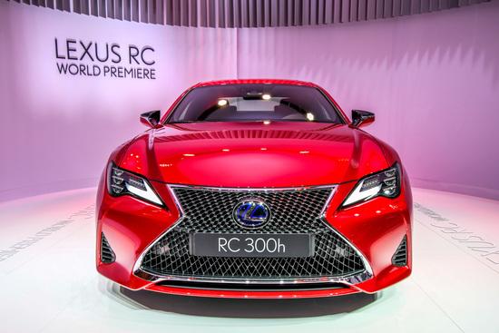 Il muso della nuova Lexus RC coupé al Salone di Parigi 2018