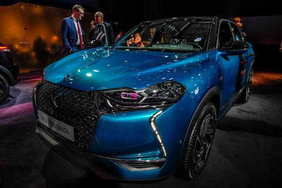 Il DS 3 Crossback è la nuova proposta della Casa francese nel segmento dei SUV compatti. Avrà anche una versione elettrica denominata E-Tense