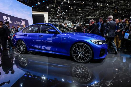La nuova generazione della BMW Serie 3 debutta a Parigi