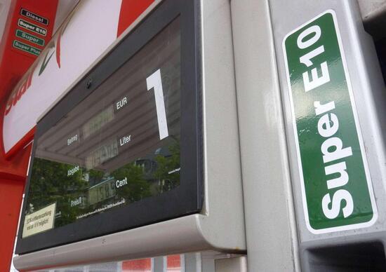 Rifornimento carburante auto: al distributore E5 e B10 sanno di benzina e gasolio