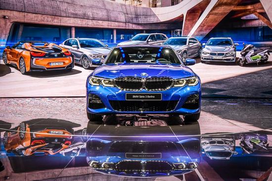 Debutto al Salone di Parigi 2018 per la nuova BMW Serie 3