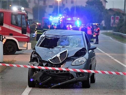 Dramma stradale: a piedi dopo alcol test del conducente, investiti da un'ubriaca al volante