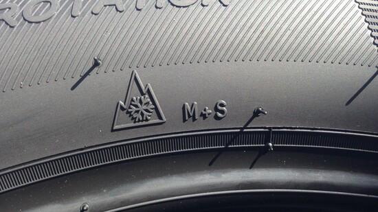 Il simbolo che indica uno pneumatico dalle spiccate caratteristiche invernali. Le all season possono non averlo, ma se ce l'hanno sulla neve sono migliori