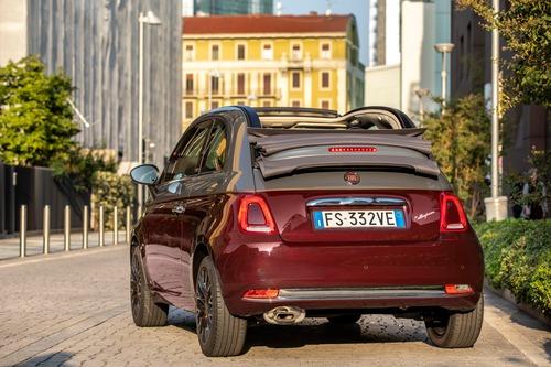 Nuova Fiat 500 Collezione, la cabrio che sfila a Milano Duomo [video] (3)