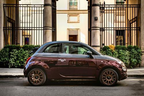 Nuova Fiat 500 Collezione, la cabrio che sfila a Milano Duomo [video] (7)