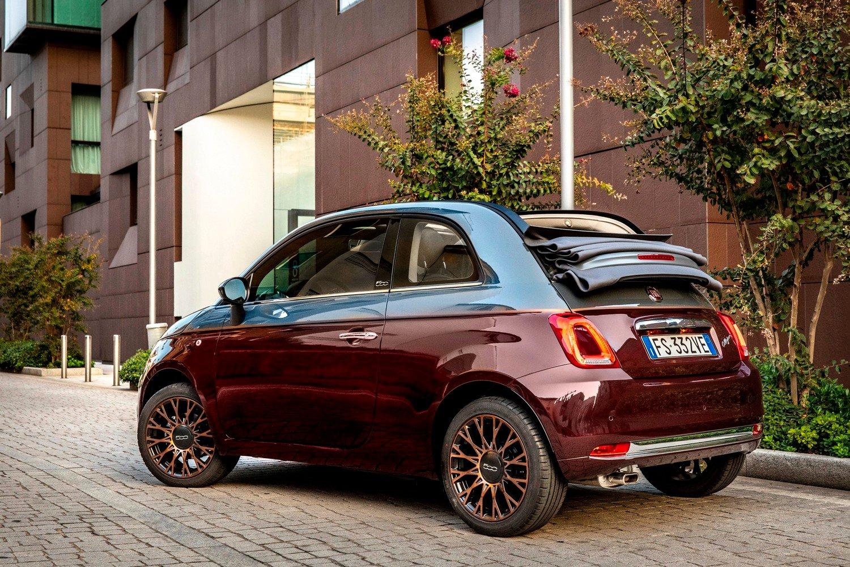 Nuova Fiat 500 Collezione, la cabrio che sfila a Milano Duomo [video]