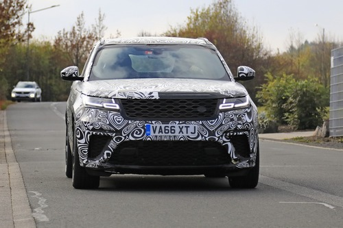 Range Rover Velar, riapparsa la versione SVR con il V8 da 550 CV (4)