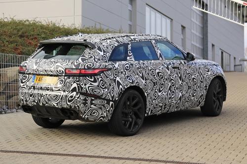 Range Rover Velar, riapparsa la versione SVR con il V8 da 550 CV (6)