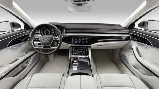 Gli interni della Audi A8
