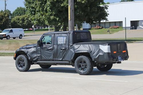 Jeep Gladiator: si chiama così il nuovo pick up? (2)