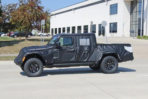 Jeep Gladiator: si chiama così il nuovo pick up? (9)