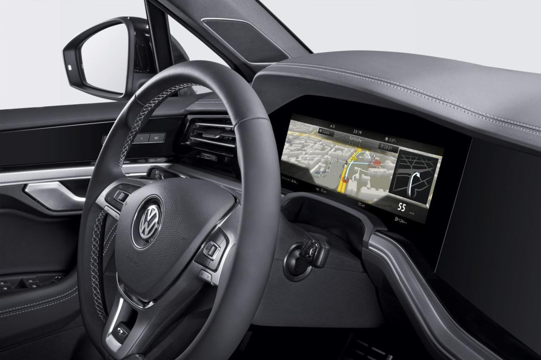 Volkswagen Touareg, il quadro strumenti diventa curvo