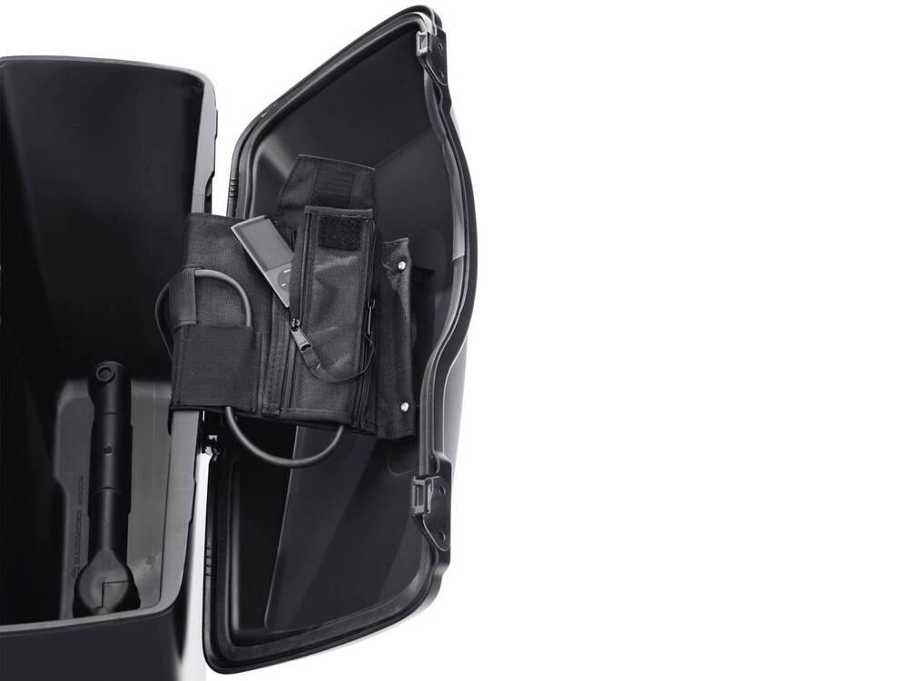 Audio Saddlebag iPod Holder - 76000143 Harley-Davidson (2)