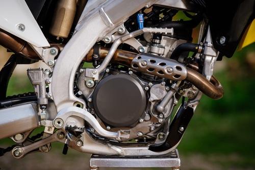 Un dettaglio del motore con pedalina del kickstarter. Continua a mancare l'avviamento elettrico...