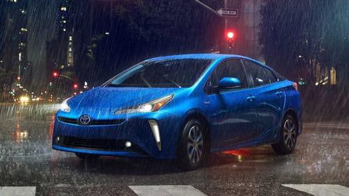 Toyota Prius, trazione integrale al Salone di Los Angeles (2)