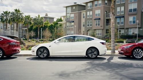 Tesla Model 3, in Italia costa 59.600 euro (6)