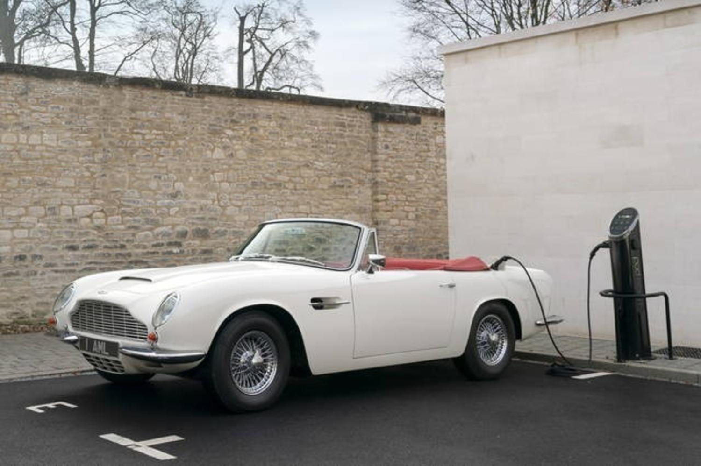 Aston Martin storiche diventano elettriche con il Kit dedicato, reversibile: sacrilegio o furbata?