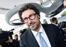Targhe estere, Toninelli: «La battaglia contro i furbetti sta dando i suoi frutti»