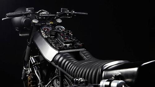 Ducati 900SS: una special pensata per il fango da El Solitario  (3)