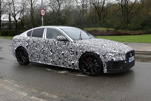 Nuova Jaguar XE: restyling per il futuro [Foto spia] (6)