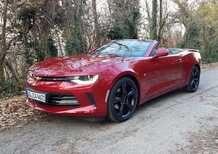 Chevrolet Camaro Cabriolet | Look americano, motore europeo... [Video]