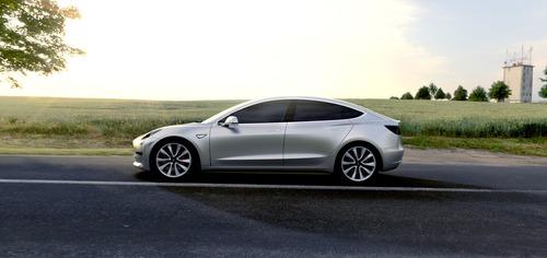 Tesla sconta la Model 3 di 2.000 dollari (2)