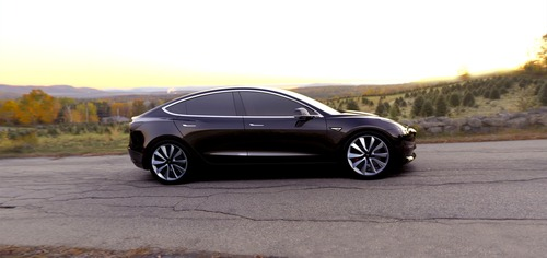 Tesla sconta la Model 3 di 2.000 dollari (5)