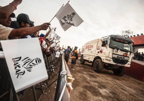 Dakar 2019 Perù. Live Day 1: Lima – Pisco. Al-Attiyah vince per le auto, Barreda domina tra le moto