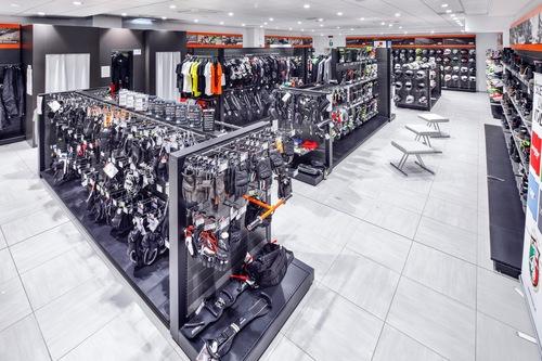 Wheelup Smart Stores, franchising di abbigliamento, accessori e ricambi moto (2)