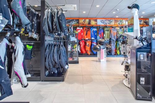 Wheelup Smart Stores, franchising di abbigliamento, accessori e ricambi moto (9)