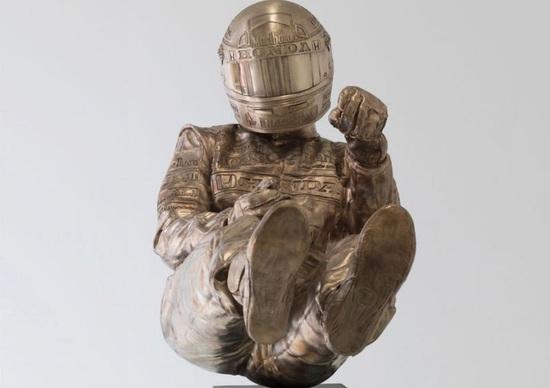 Senna, una statua in bronzo per i 25 anni dalla scomparsa