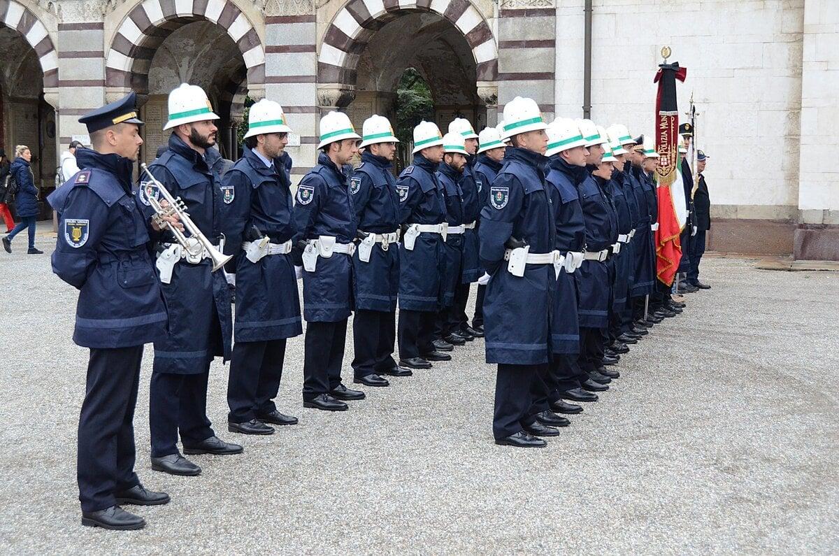 Vigili A Milano La Storia Dei Ghisa Nasce Prima Del Traffico E Dell Italia News Automoto It