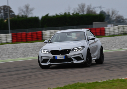 BMW M2 Competition vs BMW S 1000R [Video]