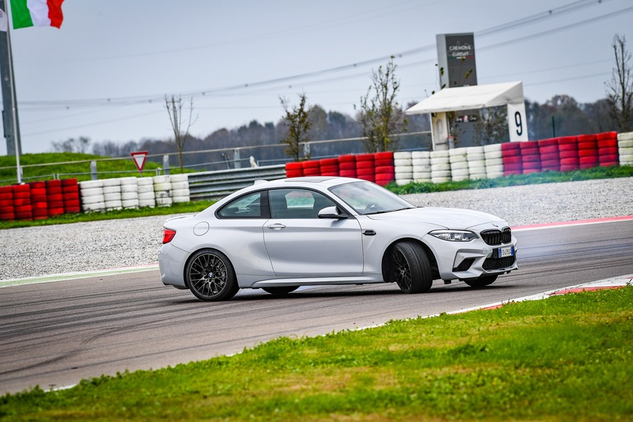 BMW M2 Competition vs BMW S1000R69 2