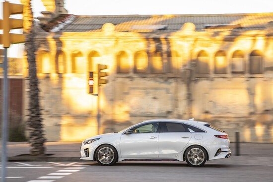 La nuova Kia Proceed GT, 1.6 turbo benzina da 204 CV