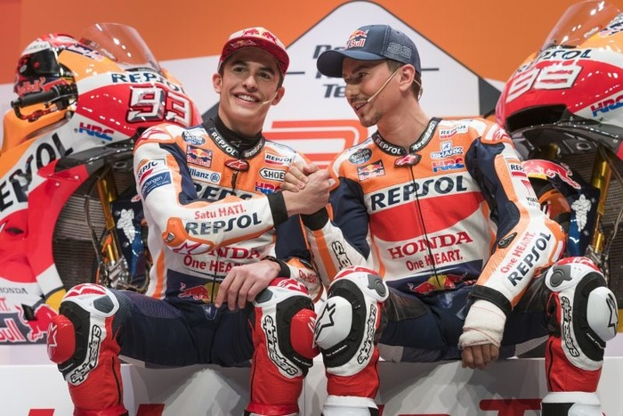 Marquez e Lorenzo, sorridenti fianco a fianco. Per quanto?