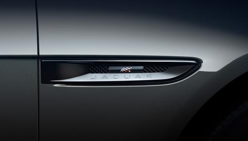 Jaguar XF e XF Sportbrake, arriva la serie speciale Chequered Flag (5)