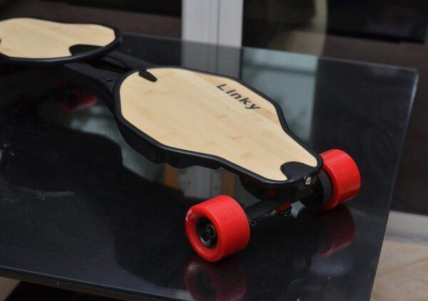 Linky, il primo skateboard elettrico pieghevole